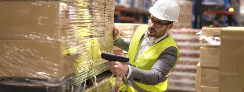 palletised-distribution-warehouse-worker
